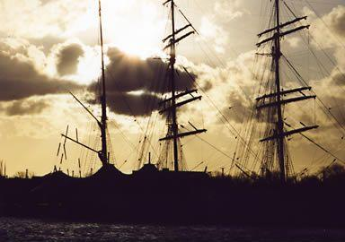 Segelboot_bei_Sonnenuntergang