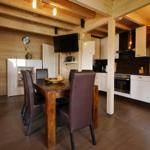 FerienBlockhaus**** - Wohnküche mit TV + 2.1 Homecinema