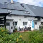Eingang FeWo mit eigener Terrasse und Liegewiese