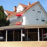 3 Carport's für die Gäste, direkt vor dem Haus sind auch kostenlose PKW-Stellplätze.