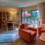 Apartment Nr.3, Wohnzimmer mit SAT - TV & DVD, Essecke