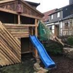Baumhaus im eigenen Hausgarten ikl. Sitzecke für Eltern mit Grillplatz