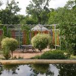Garten mit Teich und Pergola