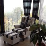 gemütlicher Sessel im Wintergarten