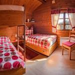 ein weiteres Schlafzimmer mit Etagen- und Einzelbett