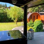 Terrasse mit Blick auf die Außensauna