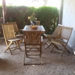 Überdachte Sitzecke auf dem Hof