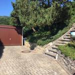 Ankunft im Panoramaweg: Garage mit Parkfläche für zwei Pkw
