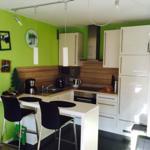 Einbauküche mit allem Komfort und Esstresen