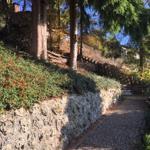 Treppenaufgang mit auflockernder Serpentine im Herbst 2018