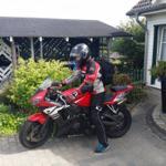 ... toll Haus für Biker; im Hintergrund das Carport zum Unterstellen der Maschienen ...