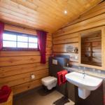 großzügiges Bad im DG mit Fußbodenheizung, Handtuchheizkörper