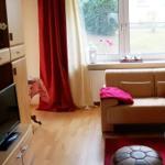 Wohnzimmer mit TV & Anbauwand