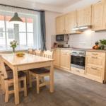 Wohnraum mit Küche und Essecke