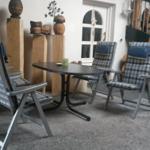 Überdachte Sitz-und Grillmöglichkeit mit Eingangstür