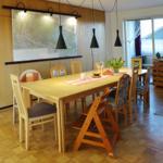 Der Essbereich mit ausziehbarem Tisch und großer Harz-Wanderkarte