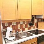 Eine separate Küche, ausgestattet mit allem was man zum kochen braucht. Kühlschrank & Gefrierschrank sind auch da
