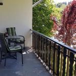Balkon mit gemütlicher Sitzmöglichkeit