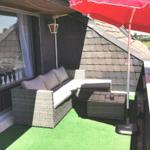 Die neue Lounge und ein Sonnenschirm sorgen für Gemütlichkeit .Am Abend mit romantischer Beleuchtung .