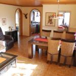 Wohnzimmer Wohnung Nr.1 mit Blick zur Küche