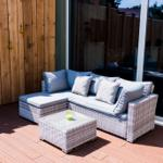 Terrasse mit Lounge und Gasgrill