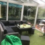 beheizbarer Wintergarten, Lounge-Gruppe und Stehtische