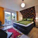 modernes Schlafzimmer mit Sitzgruppe