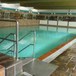 Hauseigenes Schwimmbad mit Sauna und Fitnessraum