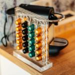 U.a. erwartet Sie eine Nespresso Maschine mit Kaffee Kapseln für einen guten Start in den Tag
