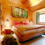 Großes Schlafzimmer mit 2x2 m Bett