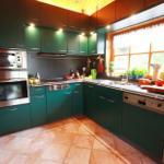 Moderne Küche mit hochwertigen Geräten