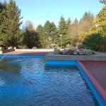 Ferienparkanlage Glockenberg mit Springbrunnen im Sommer
