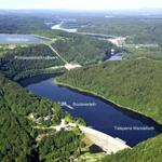 Die Talsperre Wendefurth mit dem Bootanleger, dem Pumpspeicherkraftwerk und der Rappbodetalsperre im Hintergrund. Alle Talsperren und die etwa 10m breite Bode sind ein Paradies für Angler.