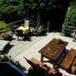 Die Sonnenterrasse lädt zum Relaxen ein. Sitzgruppen, Liegestühle und ein großer Grill stehen den Gästen aller 3 Wohnungen zur Verfügung.