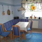 Küche – Eckbankgruppe mit Platz für 6 Personen – Tisch ausziehbar auf  1,65 m x 0,68 m