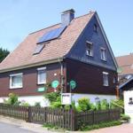 Hausfront m. Einstellplatz f. PKW