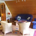 Wohnzimmer m. Sitzgelegenheit u. Doppelbettschlafcouch