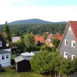 Blick aus dem Wohnzimmer auf unserem Braunlager Hausberg mit der Skisprungschanze