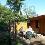 Terrasse mit Blick auf den angrenzenden Hochwald