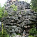 Die Feuersteinklippe, die spektakulärste Felsformation im Oberharz Auf dem Etikett des Schierker Kräuterlikörs abgebildet