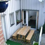eine gemütliche Terrasse lädt  zum Verweilen und grillen ein. Im Sommer ein wunderbarer Ort zum Essen.