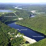 Die Talsperre Wendefurth mit dem Bootanleger, dem Pumpspeicherkraftwerk und der Rappbodetalsperre mit Hängebrücke und Seilrutsche.