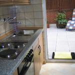 Küche Fewo B mit Ausgang zur Terrasse