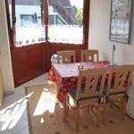 Küche mit gemütlicher Sitzecke