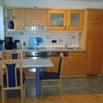 Küchenzeile (rechte Tür zum Bad)