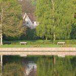 Blick über den Forrellenteich und Park auf unser Einfamilienhaus