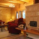 Das Wohnzimmer mit Wohlfühlgarantie neben dem Kachelofen