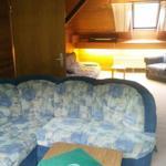 Wohnzimmer (line Seite): Sofa als Notschlafsofa ausklappbar