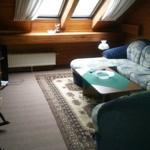 Wohnzimmer (rechteSeite), Sofa als Zusatzdoppelbett ausklappbar