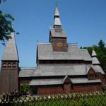 Sehenswert ist die skandinavische Stabkirche, einmalig in Norddeutschland